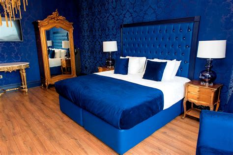 themed hotel liverpool first look inside the new themed suites at the shankly