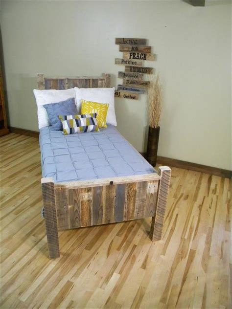 pallet twin bed wood pallet twin bed www imgkid com the image kid has it