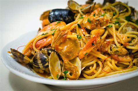 come cucinare gli spaghetti allo scoglio spaghetti allo scoglio italiano sveglia
