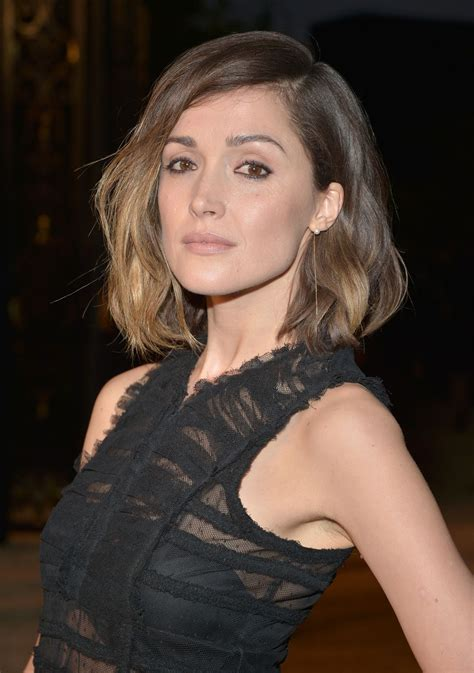 rose byrne rose byrne burberry s london in los angeles party in los