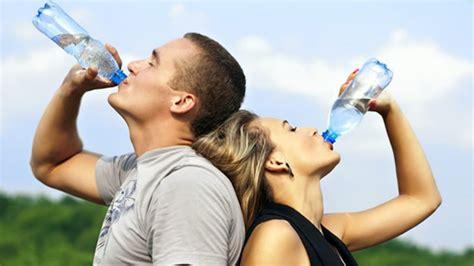 imagenes de jirafas tomando agua la ciencia confirma que tomar agua adelgaza aprende c 243 mo