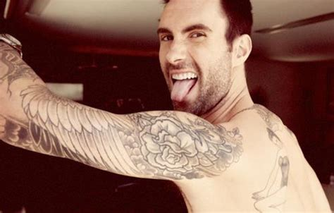 adam levine chest shirtless on the settembre 2012
