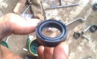 Seal Shock Depan Motor Bebek Per Tto tips uh cara mengganti seal shock depan mo