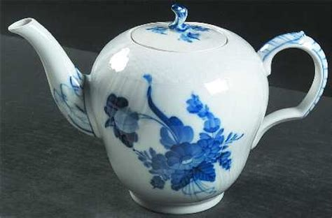 flower pattern kettles tea pot and lid in the blue flowers pattern by royal