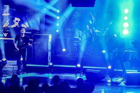 Blink Blink Iphonesamsunglenovoasusxiaomidll 11 blink 182 performs quot bored to quot on quot late show with stephen colbert quot now