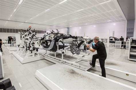 mclaren factory see inside mclaren s incredible 650s supercar factory