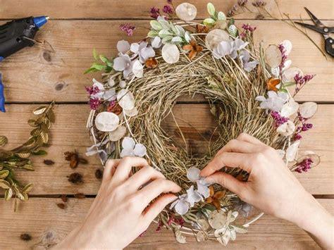 ghirlande fiori fiori secchi per decorare casa donna moderna