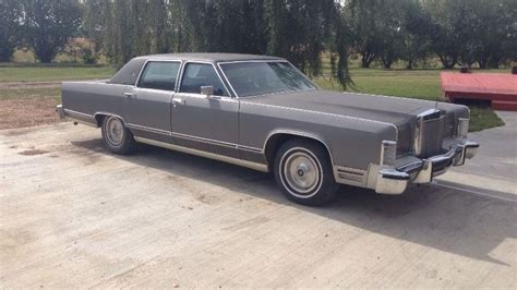can you guess the stock tire size of a 1979 lincoln continental