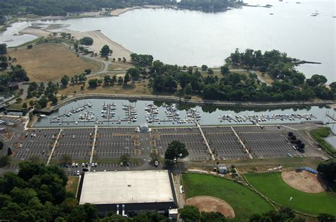 boat marinas in ct cove island park marina in stamford ct united states