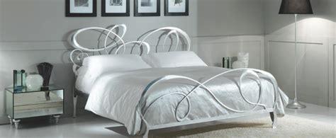 letti di ferro battuto moderni letti ferro battuto idee di design per la casa