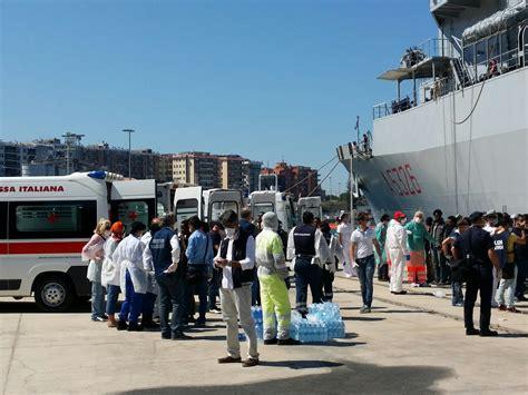 ufficio immigrazione reggio calabria reggio sbarcati i 615 migranti dislocati nelle diverse