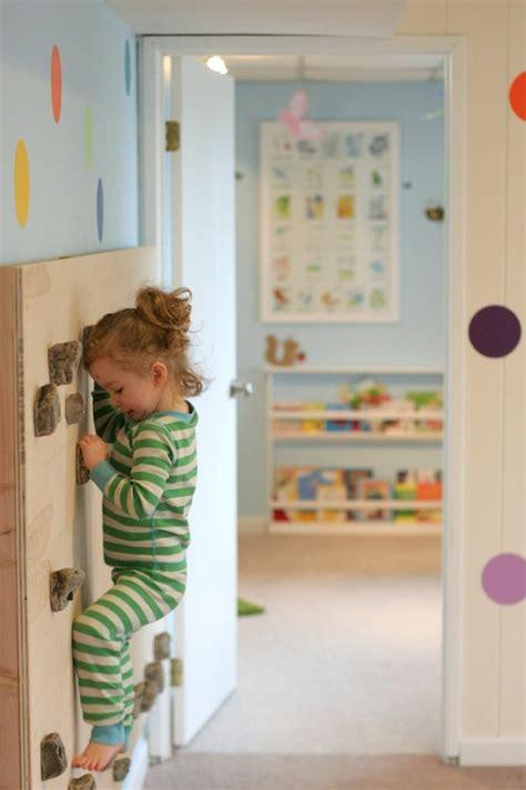 kinderzimmer klettern kletterwand im kinderzimmer freude und gesundheit