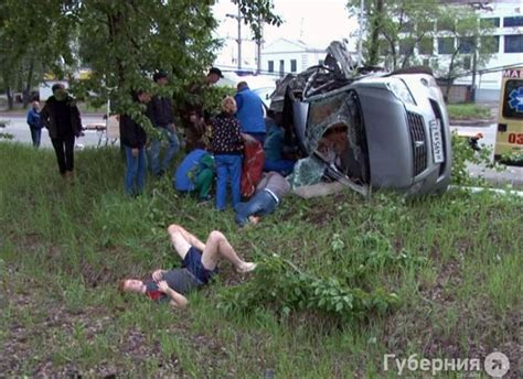 gory car crashes gory car pictures to pin on pinsdaddy