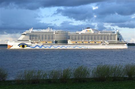 Aidaprima Passagiere by Aidaprima Kreuzfahrtschiff Imo 9636955