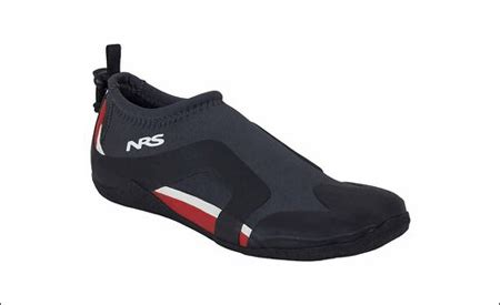best shoes for kayaking 2017 best kayak shoes reviews top kayak shoes
