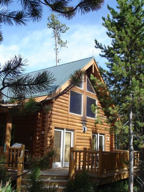 Yellowstone Log Cabins by Yellowstone Log Cabin With Tub Vrbo