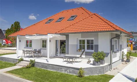bungalow sanieren blaue lagune fertighaus bauen sanieren und modernes wohnen