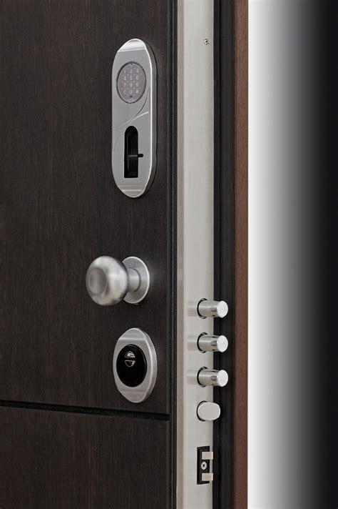 apertura porta con impronta digitale nuova linx con serratura motorizzata a gestione