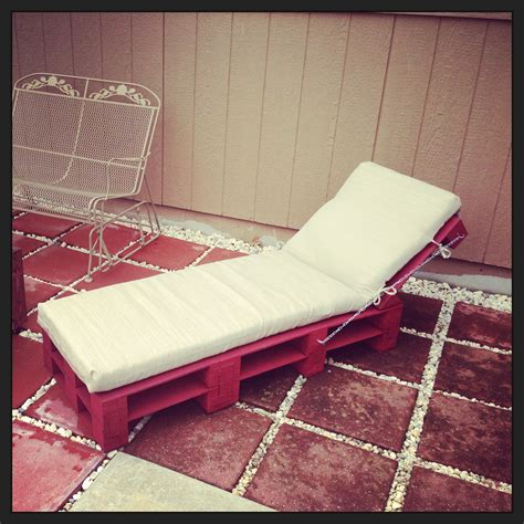 diy upholstered chaise lounge pallet chaise lounge chair diy chaise