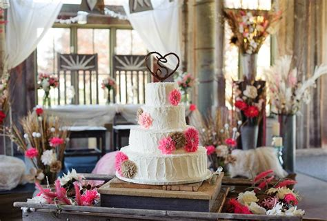 Wedding Cakes Des Moines Iowa by Rustic Wedding Cake Barn Wedding Des Moines Iowa