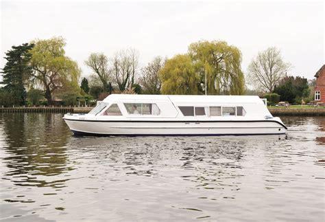 swan boats dates swan romance richardson s boating holidays