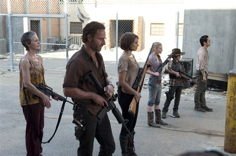 senoia is very enthusiastic about the show being filmed in their town the walking dead full hd wallpaper and background image