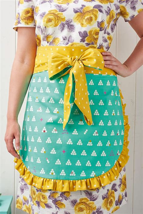 pattern christmas apron 12185 best aprons images on pinterest aprons sewing