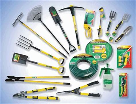 basic garden tools list must have gardening tools