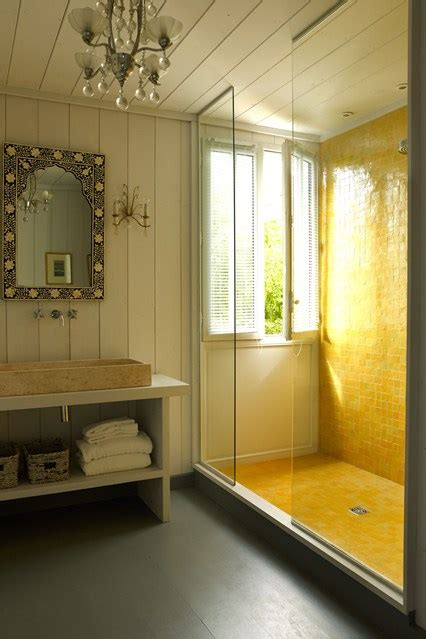 Yellow tiles sliding glass screen   Shower & Wet Room Ideas (houseandgarden.co.uk)