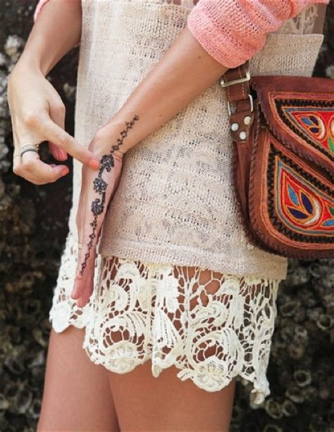 cool henna tattoos on hand best 25 side tattoos ideas on finger