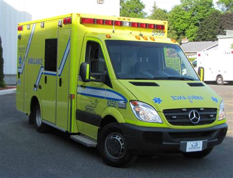 Led Feux D Ambulance les techniciens ambulanciers d ambulances demers inc secteur beloeil et boucherville en gr 232 ve