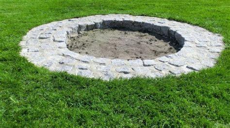 feuerstelle stein selber bauen feuerstelle bauen steine obi selbstgemacht feuerstelle aus