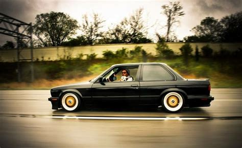 bmw e30 coupe the iconic bmw e30 2 doors sports coupe ruelspot