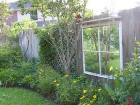 Fencing Ideas For Small Gardens Small Garden Fence Garden