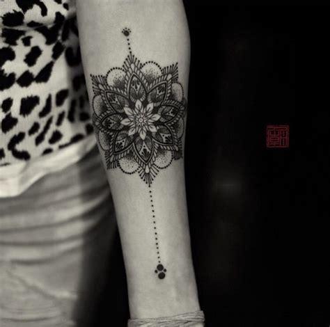 mandala tattoo lower arm 220 ber 1 000 ideen zu mandala blumen tattoos auf pinterest