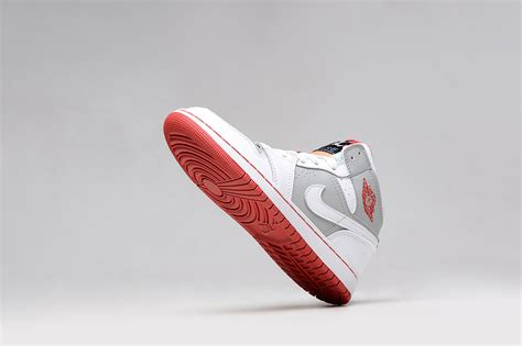 Sepatu Nike Air 1 Og High Chicago Premium Quality air 1 femme femme air 1 high blanche et gris