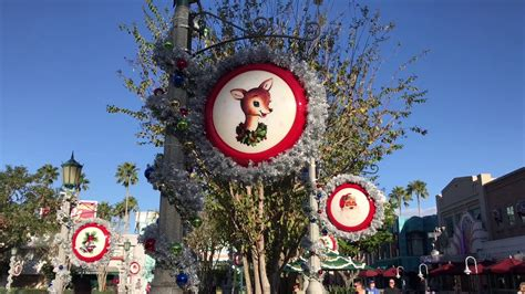 hollywood studios gertie new echo lake christmas decorations at hollywood studios