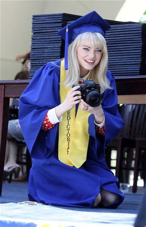emma stone high school film gwen stacy emma stone se gradua de high school en el set