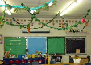 theme for classroom decoration jungle safari themed classrooms clutter free classroom