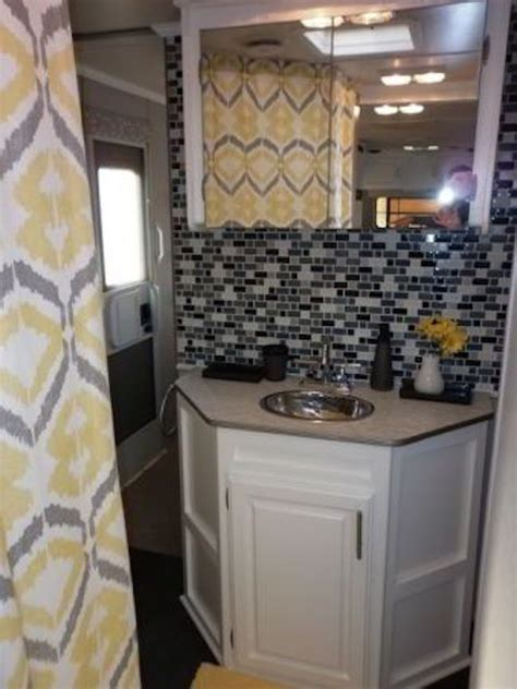 16 Year Old Jayco Travel Trailer Gets Interior Decor Makeover Rv Bathroom Remodeling Ideas