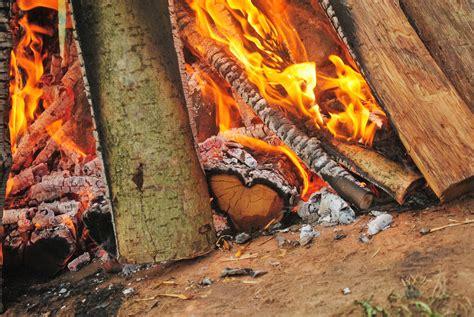 hutte sur l eau hutte de sudation sweatlodge inipi temazcal rituel