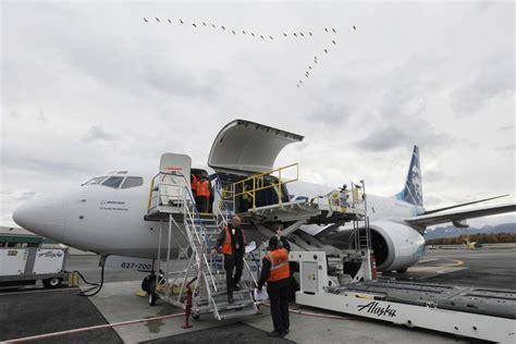 alaska air cargo unveils boeing 737 700 freighter in anchorage anchorage daily news