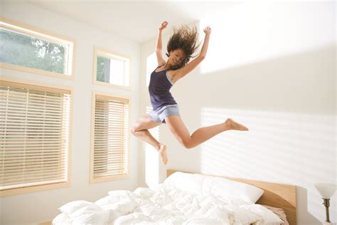 saturday morning jumped out of bed 11 habits healthy people do to rock monday morning