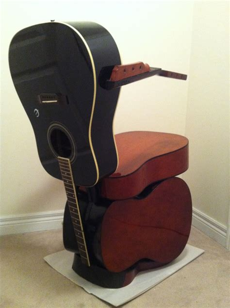 the guitar chair works by