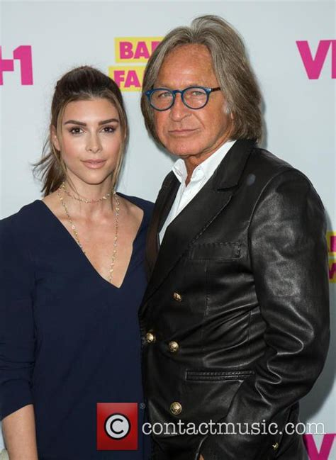 shiva safai twitter mohammed hadid mohamed hadid r premiere for vh1 s barely famous