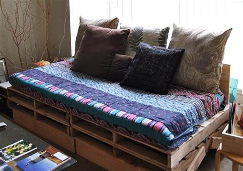 how to make a daybed 16 pallet daybed hot and new trend pallet furniture diy