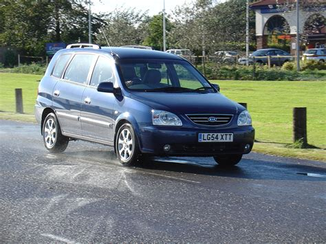Kia Carens 2000 Kia Carens Estate 2000 2006 Rivals Parkers