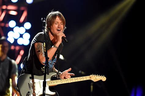 keith urban country comfort keith urban children s hospital performance surprises patients