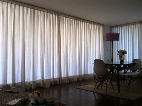 cortina riel foto cortinas en tela colgadas en riel de aluminio de