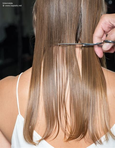 good haircuts for long straggly hair haar met krullen geknipt in een korte bob tot in de nek